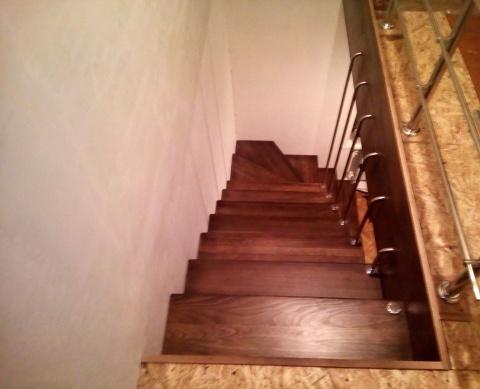 Больцевые лестницы из ступеней из бука
