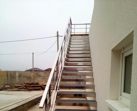 Лестница консольного типа
