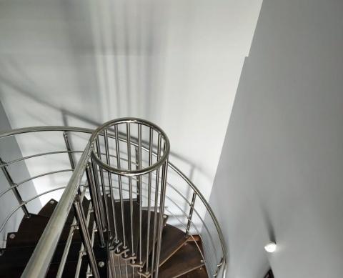 Дизайнерское решение - лестница больцевая