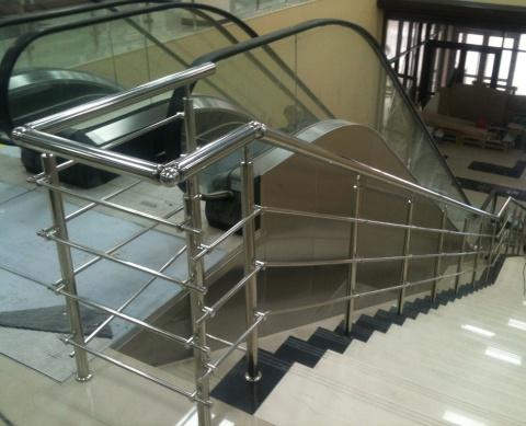 Эскалатор и перила