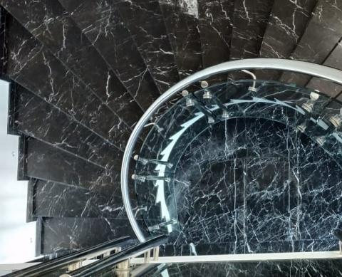 Перила с гнутыми стеклами